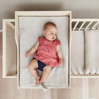 Kutikai Wickelauflage aus Birkenholz für Babykommode & Babybett Peekaboo