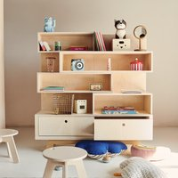 Kutikai Bücherregal aus Birken- und Eichenholz Peekaboo mit 2 Schubladen