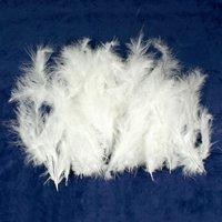 Weiße Flausch-Federn