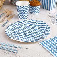 Teller mit blauen Wellen