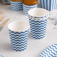 Partybecher mit blauen Wellen